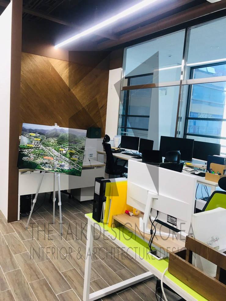 사무실 인테리어: 더톡디자인(The talk design)의  사무실 공간 & 가게