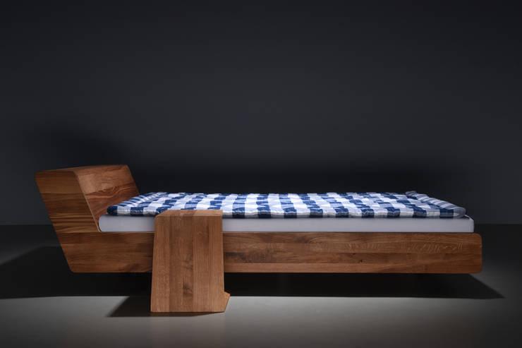 Łóżko designerskie LUGO: styl , w kategorii Sypialnia zaprojektowany przez mazzivo