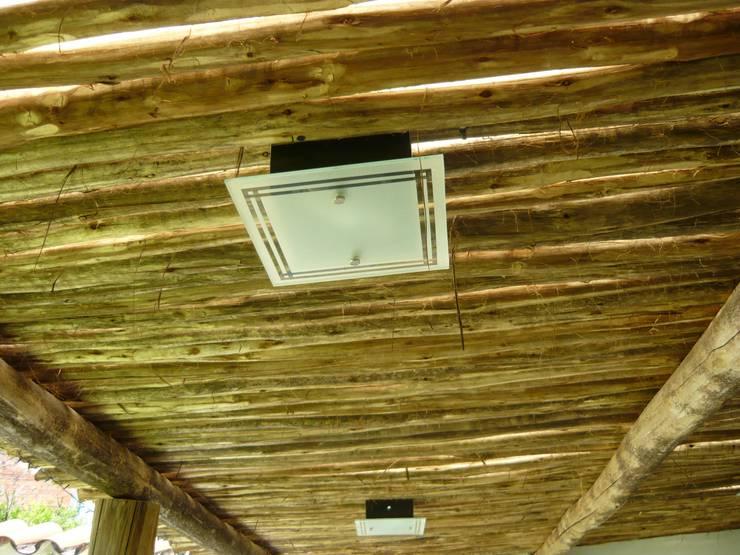 Interior quincho en Paraná, Entre Ríos: Techos planos de estilo  por Metalúrgica Riviello,
