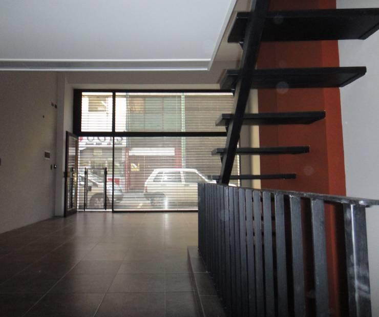 Local Vista Vidriera: Estudios y oficinas de estilo  por GR Arquitectura,