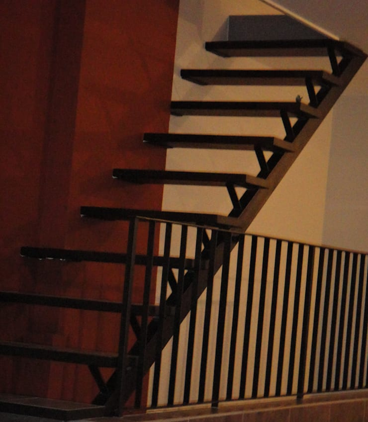 Detalle Escalera: Escaleras de estilo  por GR Arquitectura,