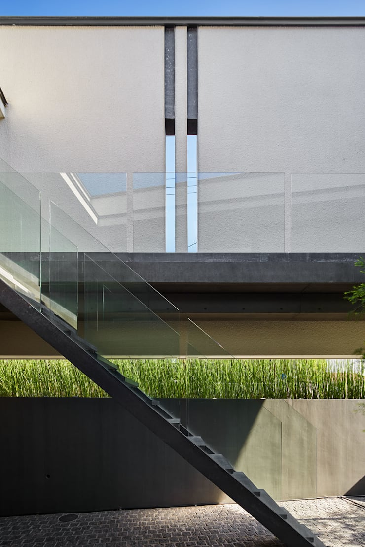 Garden by Takeru Shoji Architects.Co.,Ltd, Modern