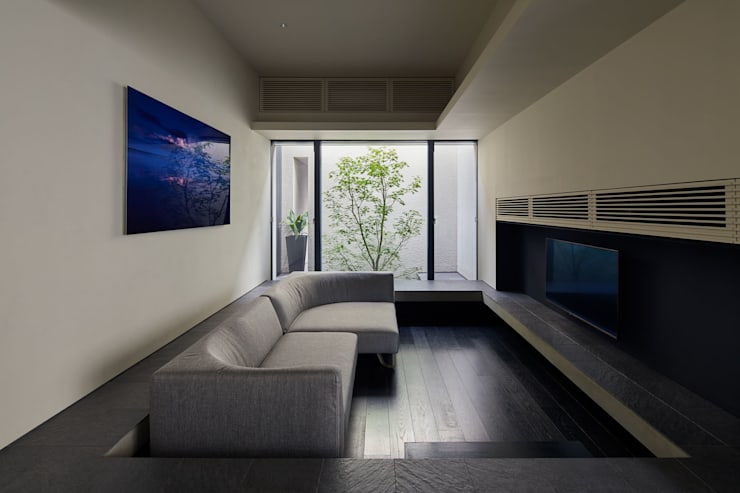 Living room by Takeru Shoji Architects.Co.,Ltd, Modern