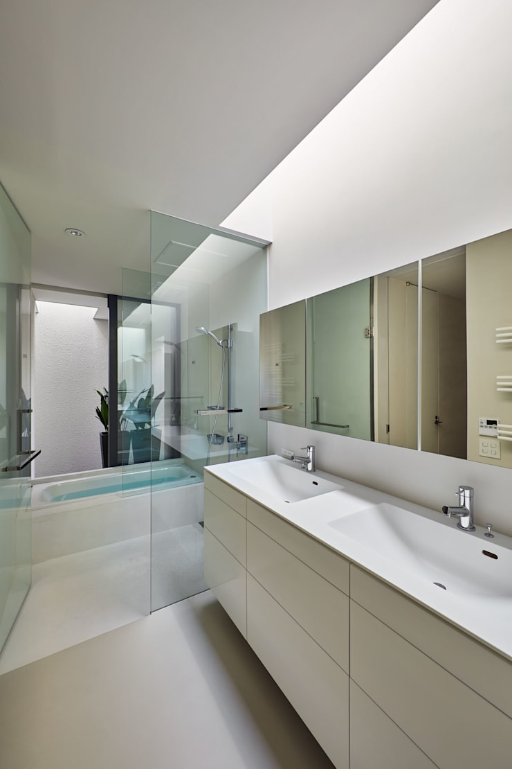 Bathroom by Takeru Shoji Architects.Co.,Ltd, Modern