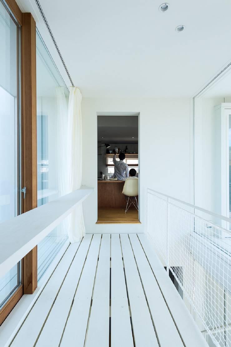 Corridor & hallway by Takeru Shoji Architects.Co.,Ltd, Eclectic