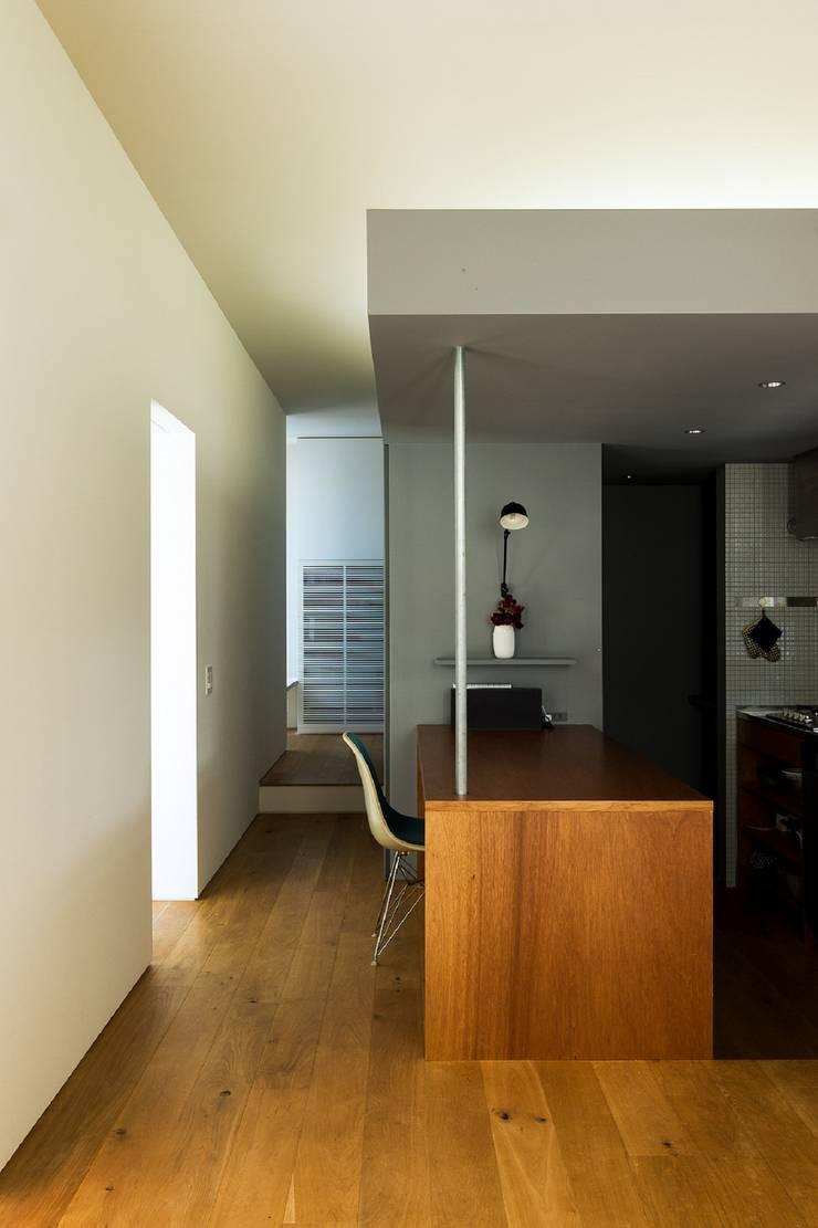 Kitchen by Takeru Shoji Architects.Co.,Ltd, Eclectic
