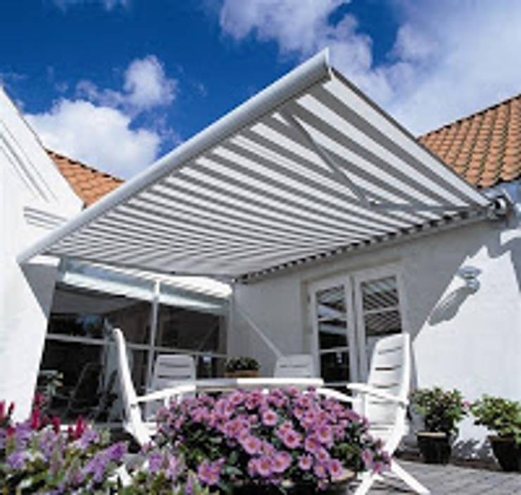 Jasa Awning gulung Murah Berkualitas:  Balconies, verandas & terraces  by Lancar jaya kanopi