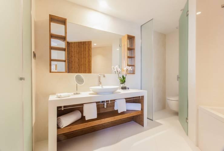 Vista general del baño de Banium-Reformas del Hogar en Madrid Moderno Madera Acabado en madera
