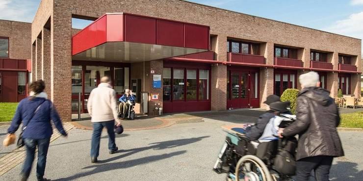 Verbouwing en uitbreiding Verpleeghuis, Maastricht:  Gezondheidscentra door Verheij Architecten BNA, Modern