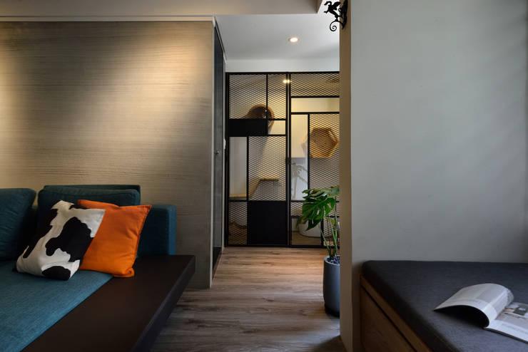 Couloir, entrée, escaliers industriels par 星葉室內裝修有限公司 Industriel Métal