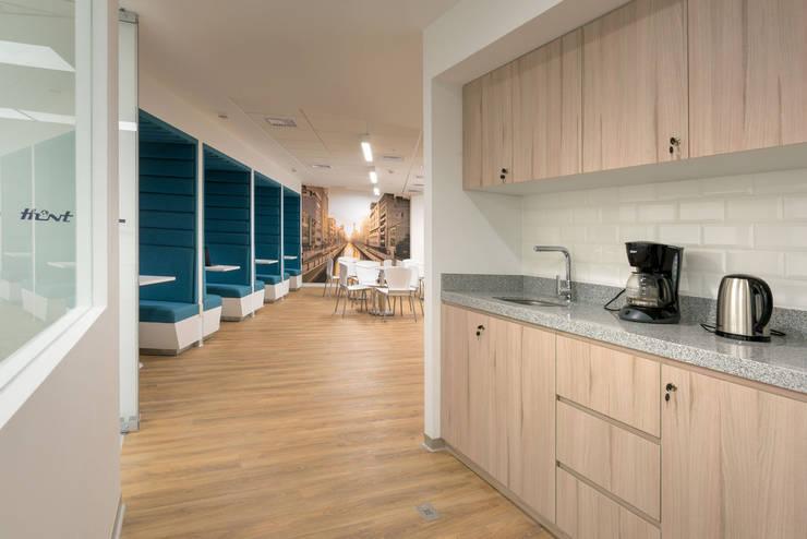 Kitchennette:  de estilo  por LINEA & PUNTO - Diseño y Fabricacion de Muebles, Moderno