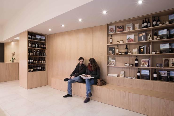 Văn phòng & cửa hàng theo ALESSIO LO BELLO ARCHITETTO a Palermo, Hiện đại