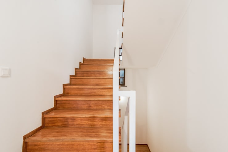Corrimão e escadas : Escadas  por Rima Design