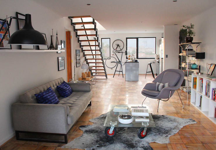 Living en departamento rehabilitado/ remodelado: Livings de estilo  por INFINISKI