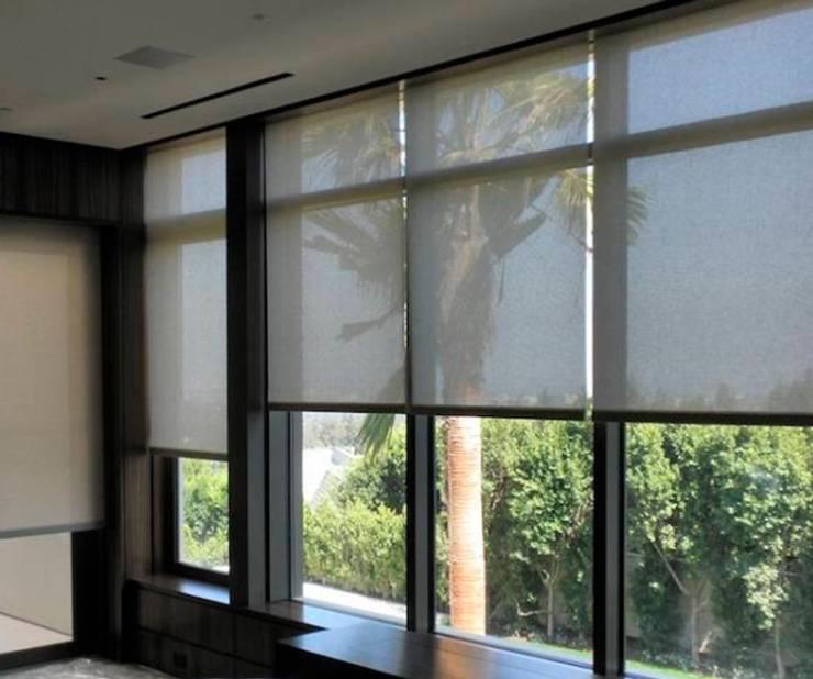 Roller Screen: Puertas y ventanas de estilo  por Shirley Palomino