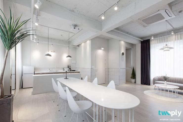 가족을 위한 공간 - 팔레트 (전주 광주 대전 대구 인테리어): 디자인투플라이의  다이닝 룸,모던