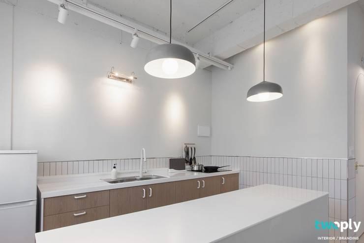 가족을 위한 공간 - 팔레트 (전주 광주 대전 대구 인테리어): 디자인투플라이의  주방,모던