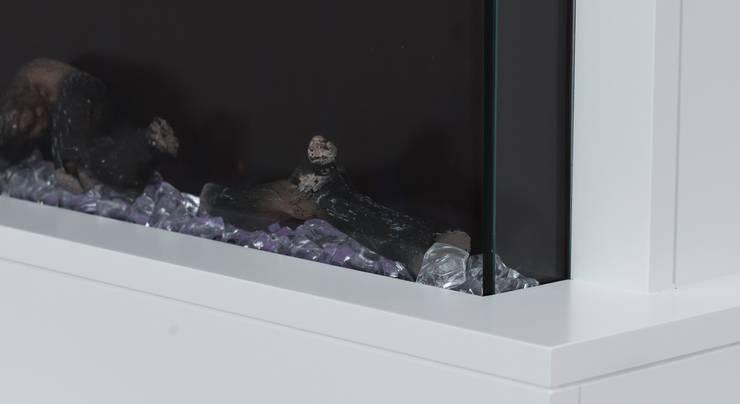 Warum nicht ein Kamin zur Wanddeko:  Arbeitszimmer von muenkel design - Elektrokamine aus Großentaft