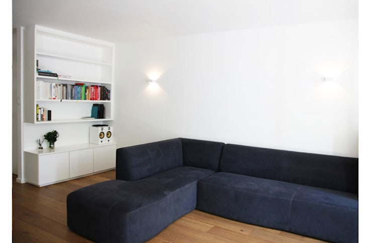 Lounge :  Living room by Metaphor Design,