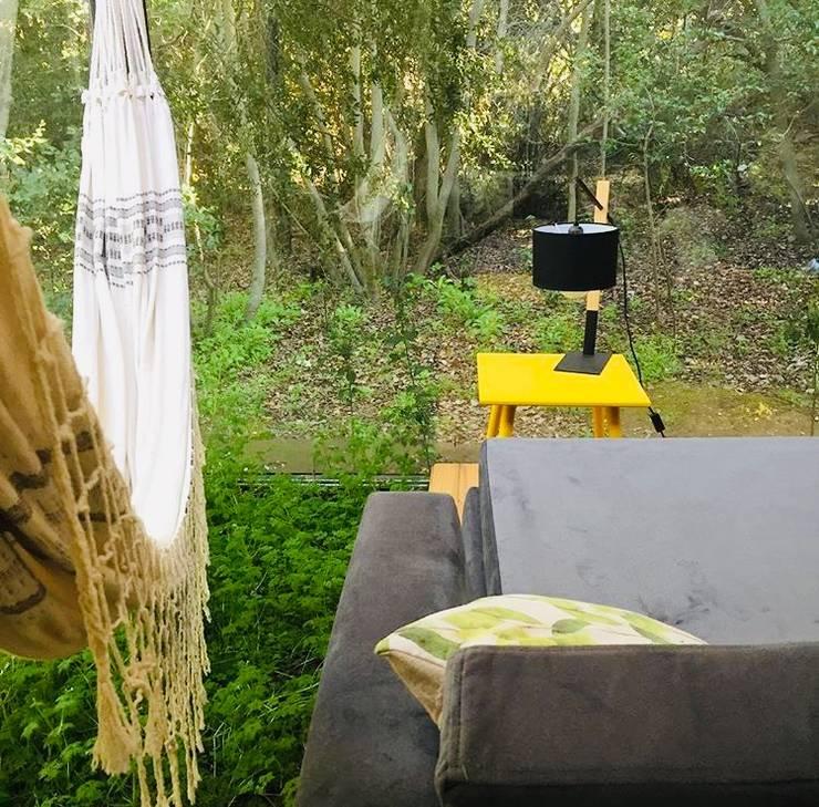 Huerto interior en living: Livings de estilo  por INFINISKI