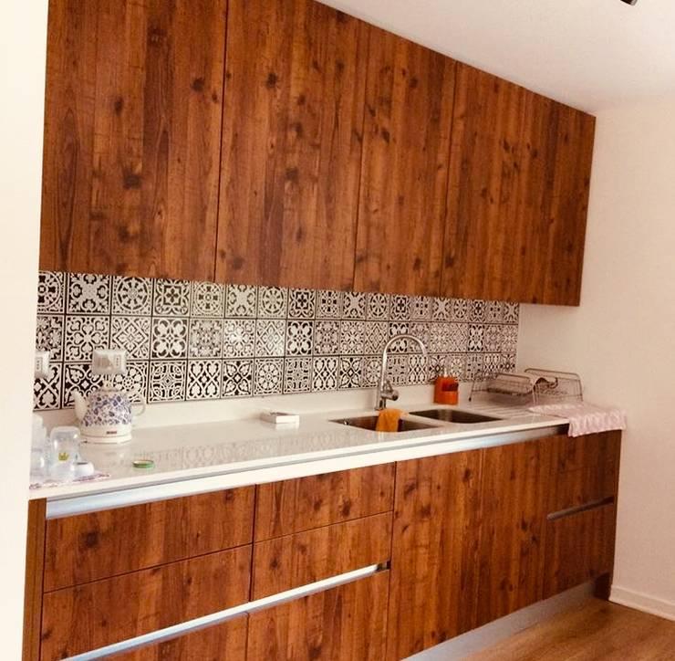 Vivienda Eco Casablanca: Muebles de cocinas de estilo  por INFINISKI