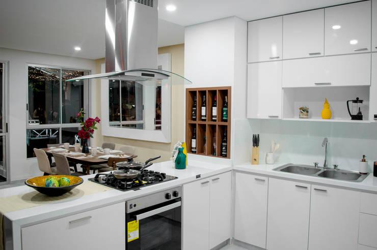 ALEXANDRIA TOWER: Cocinas de estilo  por Constructora Cosenza, Moderno Mármol