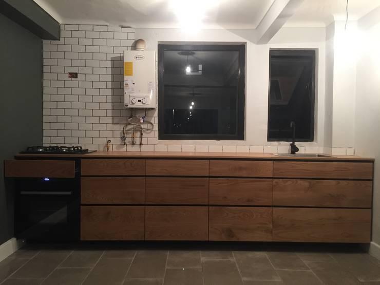Cocina FM: Cocina de estilo  por MMAD studio - arquitectura & mobiliario -
