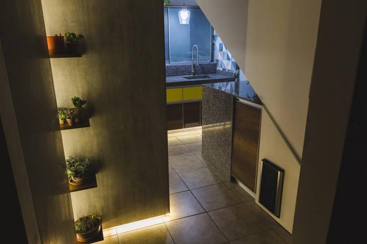 COCINA_W: Cocinas de estilo  por WeisCoello Arquitectos,