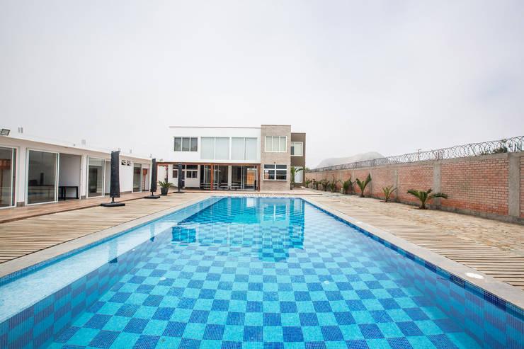 CASA_T: Casas de campo de estilo  por WeisCoello Arquitectos,