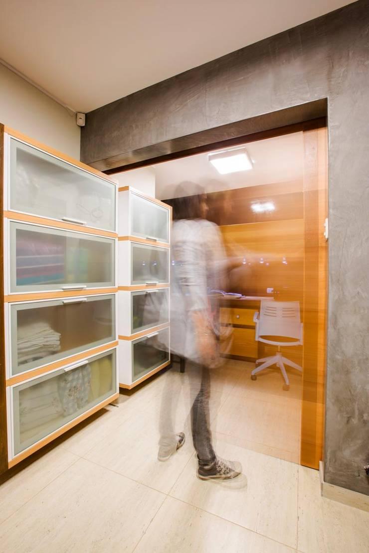 Estudio-Arquitecta_2C: Estudios y oficinas de estilo  por WeisCoello Arquitectos,