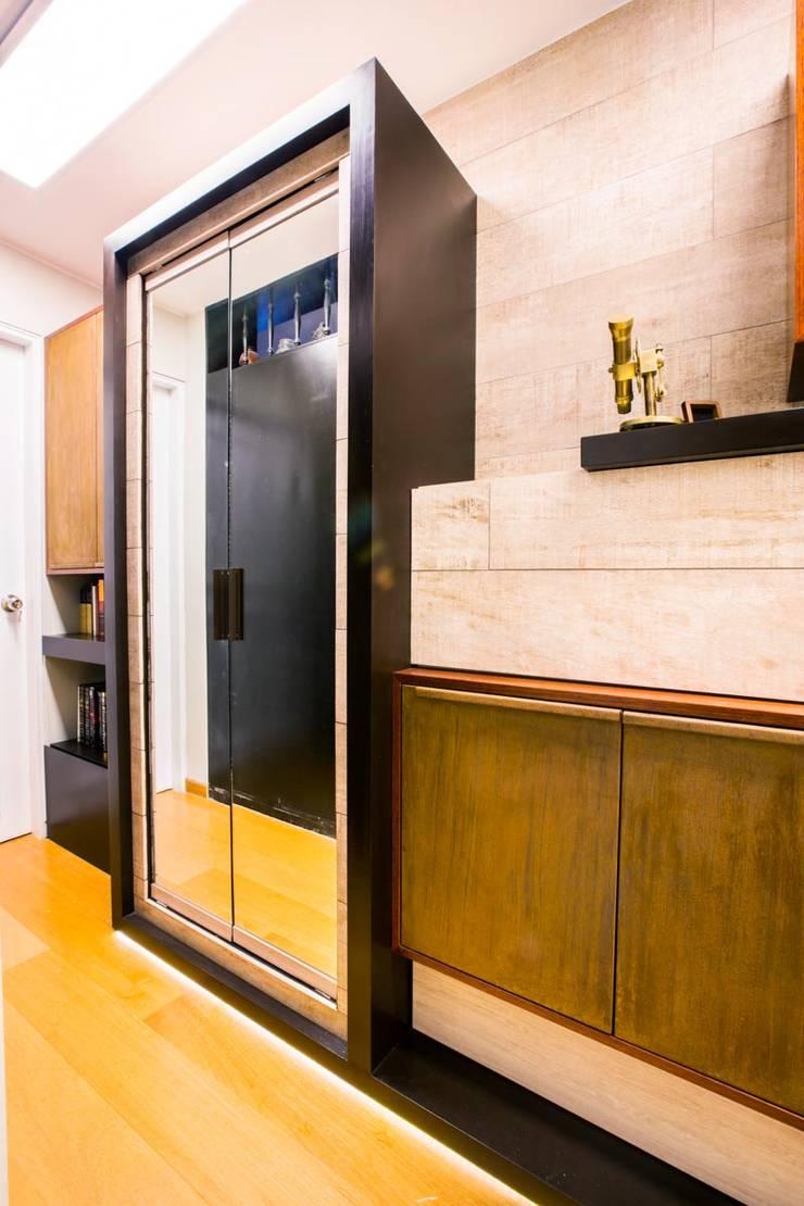 BIBLIOTECA_2C: Pasillos y recibidores de estilo  por WeisCoello Arquitectos,