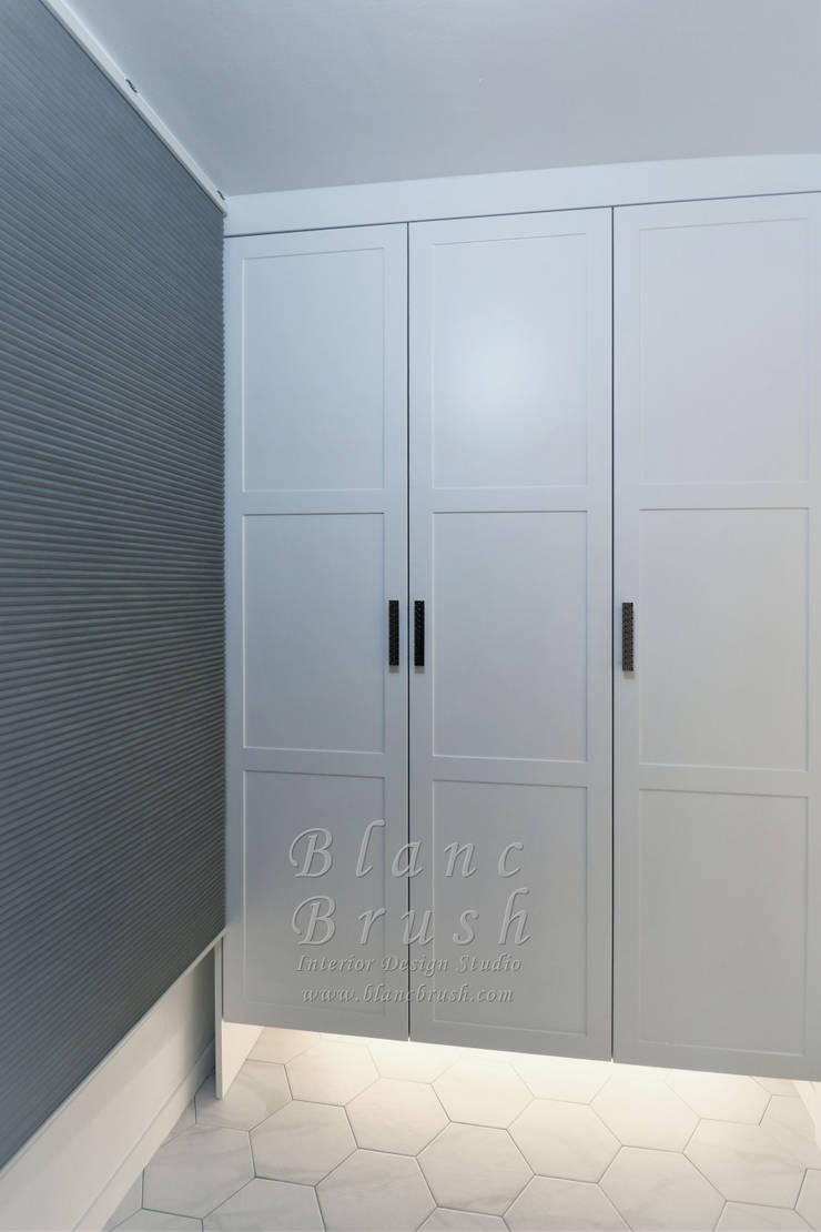 서초동 금호 어울림 아파트 46평 인테리어: 블랑브러쉬의  복도 & 현관,모던