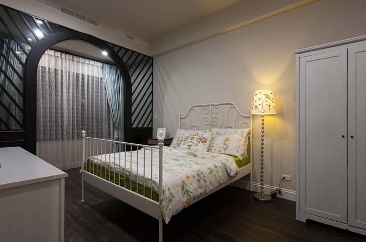 臥室:  臥室 by 敘述室內裝修設計有限公司