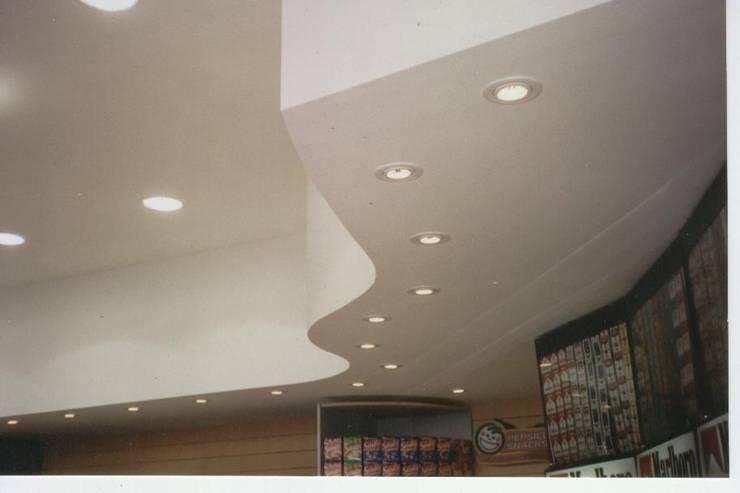 Cielorrasos – Tabiques – Revestimientos: Techos planos de estilo  por Tau Construcciones,