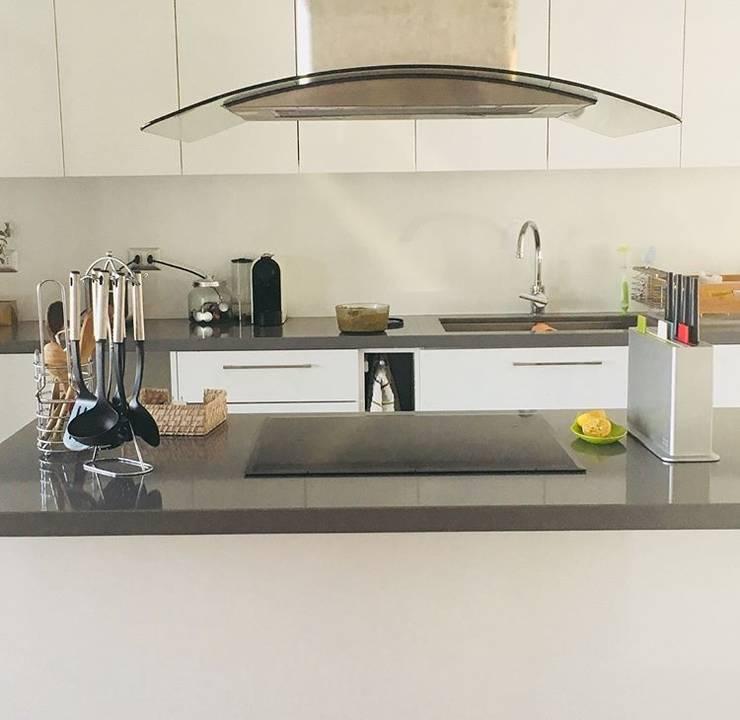 Cocina Vivienda Eco Chamisero: Cocinas equipadas de estilo  por INFINISKI