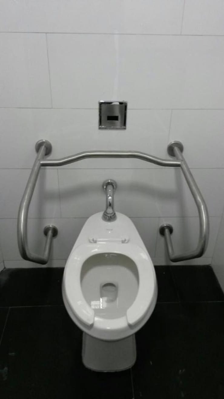 Barra tipo H personas discapacitas - Sanitarios y Accesorios: Baños de estilo  por End International