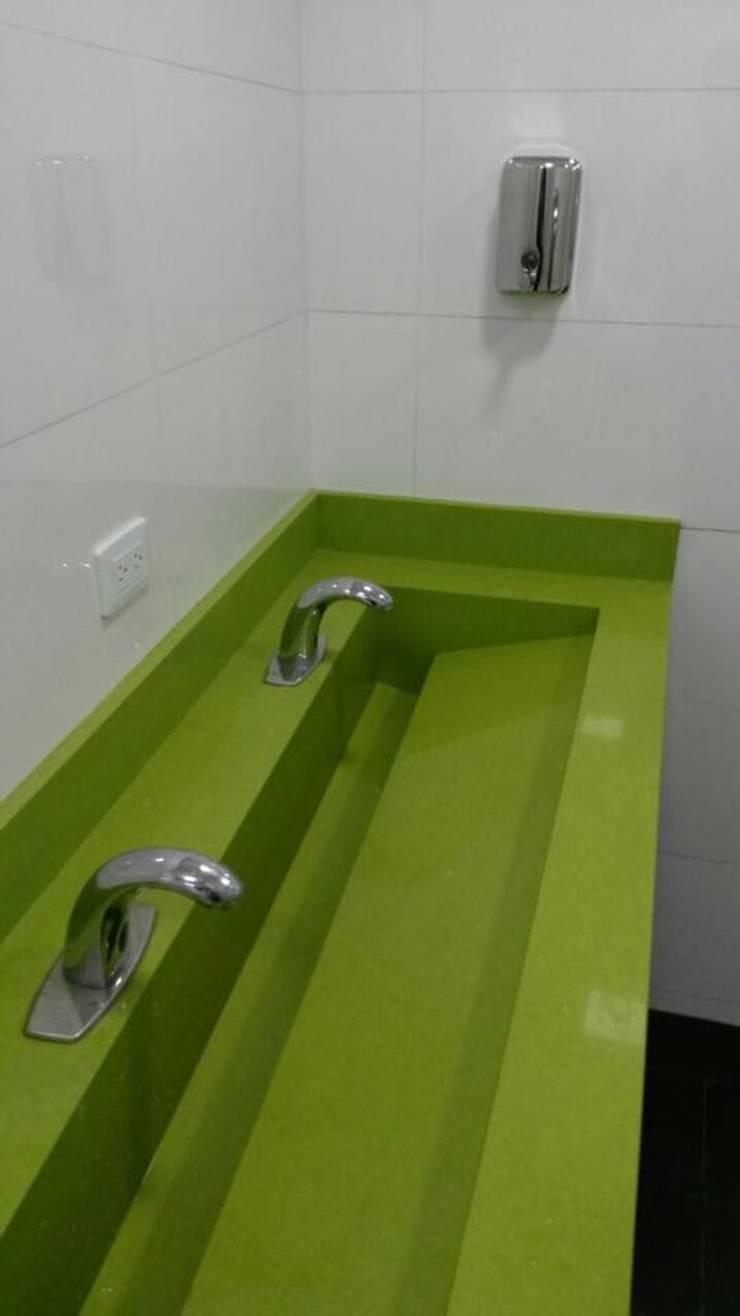 Edificio Centro Bogota : Baños de estilo  por End International