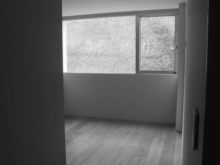 Suite de apartamento de férias :   por Tangerinas e Pêssegos - Design de Interiores & Decoração no Porto