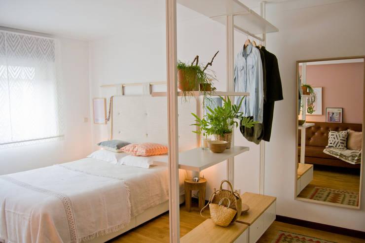 Transformação de sala em quarto: Quartos  por Tangerinas e Pêssegos - Design de Interiores & Decoração no Porto