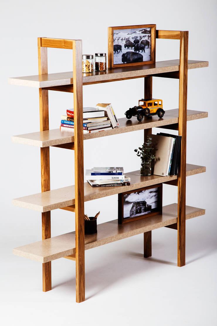 Biblioteca ANTONIA: Livings de estilo  por LAS MARINAS,