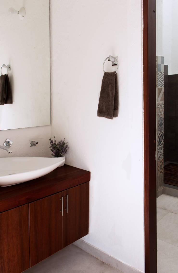 Baños de estilo moderno de EVA Arquitectos SAS Moderno