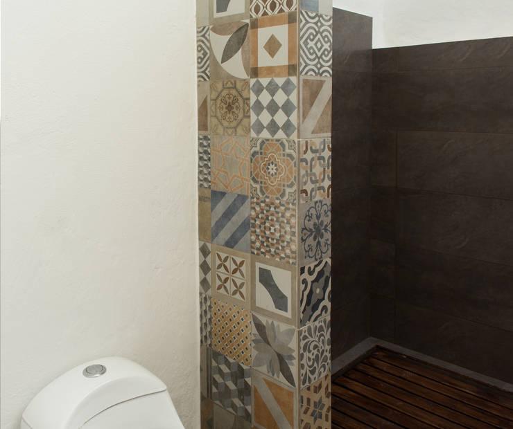 Minimalist style bathroom by EVA Arquitectos SAS Minimalist