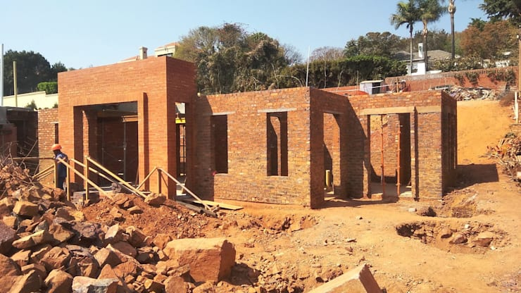 construction of ground floor:  Houses by Nuclei Lifestyle Design