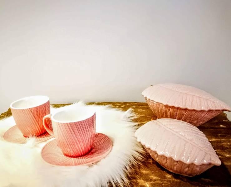 ARTIGOS DE COZINHA : Sala de estar  por 7eva design  - Arquitectura e Interiores,