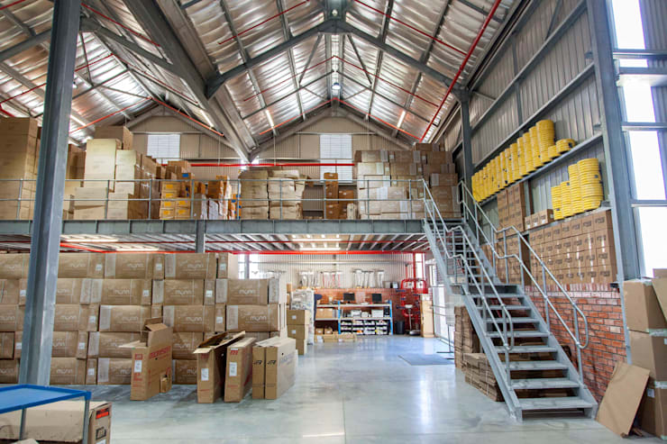 Two Wheels Trading:  Commercial Spaces by DMV ARCHITECTURE, Industrial