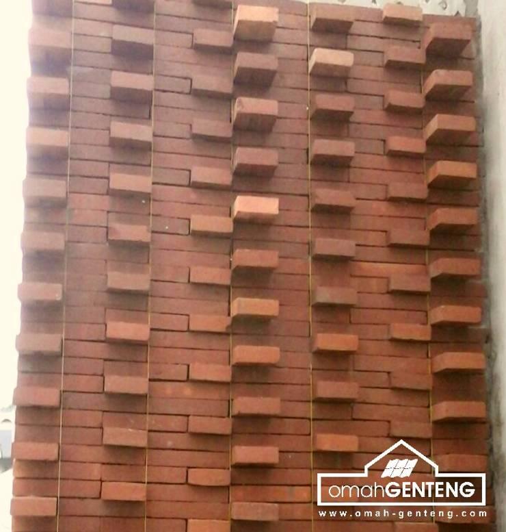 HP/WA: 08122833040 - Bata Ekspos Bogor - Omah Genteng:  Dinding by Omah Genteng