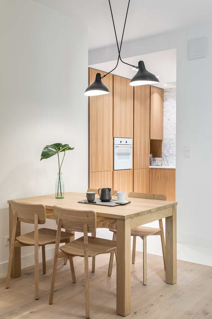 Dining room by emDesign home & decoration