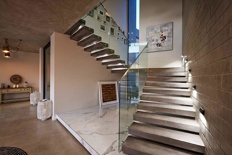 Main Stairwell:  Walls & flooring by Simply By Design