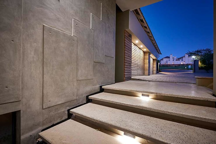 Exterior feature: industrial  by Simply By Design, Industrial Concrete