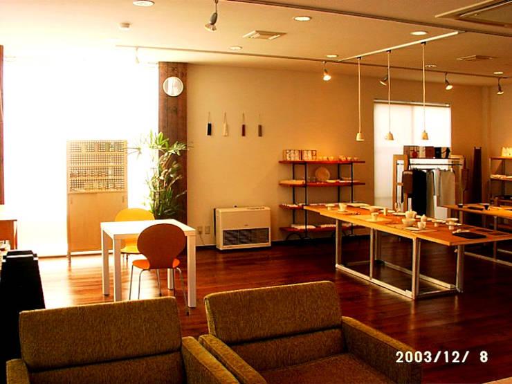 ギャラリーショップ: 有限会社 ナビデザインが手掛けた現代のです。,モダン